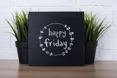 Tekst gelukkige vrijdag op bord Stock Afbeeldingen