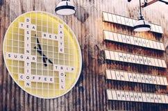 Tekst houten teken op de muur Stock Afbeelding