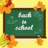 Tekst na zielonym chalkboard z powrotem szkoła royalty ilustracja