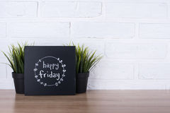 Tekst szczęśliwy Piątek na blackboard Zdjęcie Royalty Free