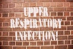 Tekst szyldowa pokazuje Górna Oddechowa infekcja Konceptualni fotografii illnesses powodować ostrą infekcją zdjęcie stock