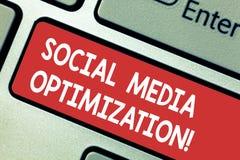 Tekst szyldowa pokazuje Ogólnospołeczna Medialna optymalizacja Konceptualna fotografii Cyfrowego strategia Wytwarza wirusowego ro zdjęcia royalty free
