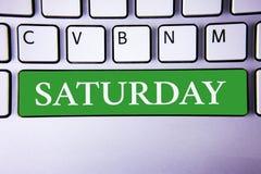 Tekst szyldowa pokazuje Sobota Konceptualnej fotografii Pierwszy dzień weekendowy Relaksujący czasu wakacje czasu wolnego moment  Zdjęcia Stock
