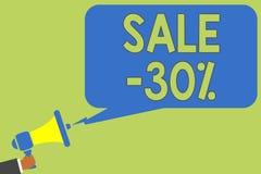 Tekst szyldowa pokazuje sprzedaż 30 Konceptualna fotografii A promo cena rzecz przy 30 procentów markdown mężczyzna mienia megafo ilustracja wektor