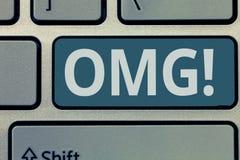 Tekst szyldowy pokazuje Omg Konceptualna fotografia Używać wyrażać szoka podniecenia niewiary SMS skrótu wyrażenie obrazy royalty free