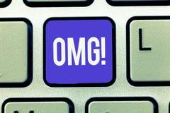 Tekst szyldowy pokazuje Omg Konceptualna fotografia Używać wyrażać szoka podniecenia niewiary SMS skrótu wyrażenie obraz stock