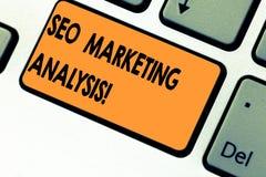 Tekst szyldowy pokazuje Seo Marketingowa analiza Konceptualna fotografia ulepsza dawać stronę internetową s zalicza się na wyszuk obraz royalty free