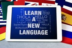 Tekst uczy się nowego języka w pastylka komputerze Zdjęcia Stock