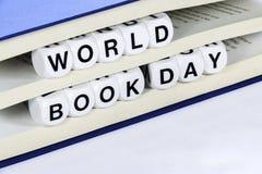 Teksta światu książki czytelniczy dzień obrazy stock
