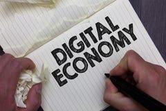 Teksta Cyfrowego szyldowa pokazuje gospodarka Konceptualna fotografia nawiązywać do jeden który opiera się na obliczać technologi obrazy royalty free
