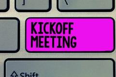 Teksta Kickoff szyldowy pokazuje spotkanie Konceptualnej fotografii Specjalna dyskusja na legalność wymagać w projekcie obrazy stock