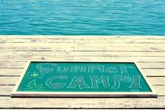 Teksta obóz letni pisać w chalkboard Zdjęcia Royalty Free