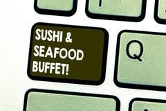 Teksta owoce morza I suszi szyldowy pokazuje bufet Konceptualnej fotografii Japońscy karmowi rybi naczynia dostępni dla wybierają zdjęcia stock