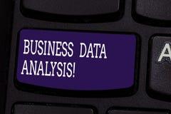Teksta seansu biznesu dane szyldowa analiza Konceptualny fotografia proces oceniać dane używać analytical narzędziowego Klawiatur obraz stock