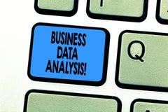 Teksta seansu biznesu dane szyldowa analiza Konceptualny fotografia proces oceniać dane używać analytical narzędziowego Klawiatur zdjęcia stock