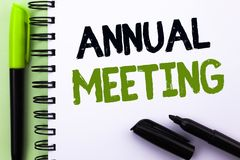 Teksta szyldowy pokazuje coroczne spotkanie Konceptualny fotografii Corocznego Firma zgromadzenie Biznesowej konferenci raportu w Zdjęcie Stock