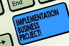 Teksta szyldowy pokazuje urzeczywistnienie Biznesowy projekt Konceptualny fotografia proces wykonywać planu lub projekta Klawiatu zdjęcie royalty free