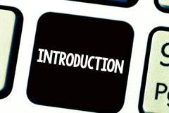Teksta szyldowy pokazuje wprowadzenie Konceptualnej fotografii Pierwszy część dokument Formalna prezentacja widownia fotografia stock