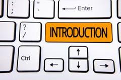 Teksta szyldowy pokazuje wprowadzenie Konceptualnej fotografii Pierwszy część dokument Formalna prezentacja widownia pisać na pom zdjęcia stock
