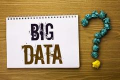 Teksta znak pokazuje Dużych dane Konceptualnej fotografii dane technologie informacyjne cyberprzestrzeni Bigdata bazy danych Ogro Obraz Stock