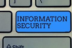 Teksta znak pokazuje Ewidencyjną ochronę Konceptualny fotografii INFOSEC Zapobiega Nieupoważnionego dostęp Ochrania obrazy royalty free