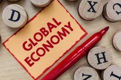 Teksta znak pokazuje Globalną gospodarkę Konceptualny fotografia system przemysłu i handlu kapitalizm dookoła świata obrazy stock