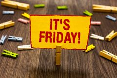 Teksta znak pokazuje Mię s jest Piątek Konceptualna fotografia Ostatni dzień pracujący tydzień Przed Soboty lub weekendów Clothes obrazy stock