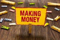 Teksta znak pokazuje Robić pieniądze Konceptualna fotografia Daje sposobności robić zyskowi Zarabiać wsparcia finansowego Clothes zdjęcie stock