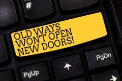 Teksta znak pokazuje Starych sposoby Wygrywał T Otwartych Nowych drzwi Konceptualny fotografii zmiany sposób ty robisz rzeczom os obraz royalty free
