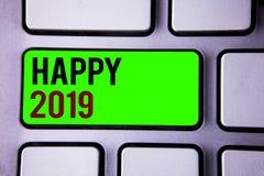 Teksta znak pokazuje Szczęśliwy 2019 Konceptualny fotografia nowego roku świętowanie Rozwesela Congrats Motywacyjną wiadomość Obrazy Stock