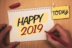 Teksta znak pokazuje Szczęśliwy 2019 Konceptualny fotografia nowego roku świętowanie Rozwesela Congrats Motywacyjny MessageMan tw Obraz Stock
