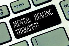 Teksta znak pokazuje Umysłowemu Leczniczemu terapeucie Konceptualną fotografię Doradza klientów z zaburzenia psychiczne Klawiatur zdjęcie stock