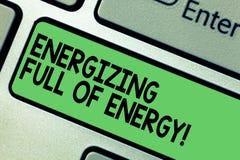 Teksta znak pokazuje Wzmacniać Pełno energia Konceptualna fotografia Skupiałam się wzmacniał pełno władza motywujący Klawiaturowy zdjęcie royalty free