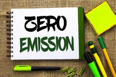 Teksta znak pokazuje Zero emisję Konceptualnego fotografia silnika silnika Energetyczny źródło który emituje żadny jałowych produ Zdjęcia Royalty Free