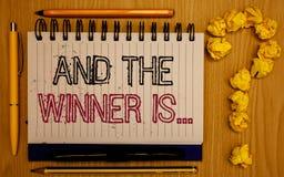 Teksta znaka seans I zwycięzca Jesteśmy Konceptualna fotografia Ogłasza jak najpierw umieszcza w rywalizaci lub rasy Notepad z ko zdjęcie royalty free