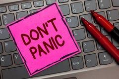 Teksta znaka seansu Don t nie panika Konceptualnej fotografii nagły silny uczucie strach zapobiega rozsądną myśli menchii papieru obrazy royalty free