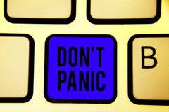 Teksta znaka seansu Don t nie panika Konceptualnej fotografii nagły silny uczucie strach zapobiega rozsądnej myśli błękita Klawia obraz stock
