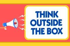 Teksta znaka seansu myśli Outside pudełko Konceptualna fotografia Był unikalnymi różnymi pomysłami przynosi brainstorming wiadomo Fotografia Stock