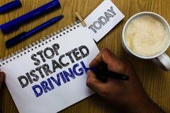 Teksta znaka seansu przerwa Rozpraszający uwagę jeżdżenie Konceptualna fotografia pyta być ostrożny za koło przejażdżki mężczyzna obraz stock