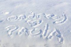 Tekstinschrijving op sneeuw op een zonnige de winterdag Royalty-vrije Stock Foto