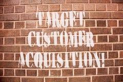 Tekstteken die de Aanwinst van de Doelklant tonen De conceptuele foto die een consument overreden om een bedrijf s te kopen is go royalty-vrije stock afbeelding