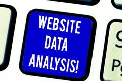 Tekstteken die de Analyse van Websitegegevens tonen Conceptuele fotoanalyse en rapport van Webgegevens voor het verbeteren van we stock foto's