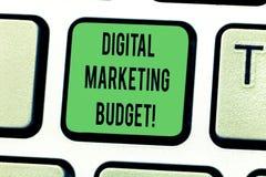 Tekstteken die Digitale Marketing Begroting tonen De conceptuele foto kostte die zal worden vereist om de zeer belangrijke Bedoel royalty-vrije stock foto's