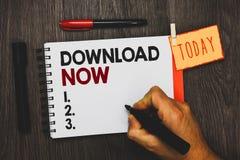 Tekstteken die Download nu tonen Conceptuele foto aan exemplaar of bewegingsprogramma's of informatie in een andere de holdingste royalty-vrije stock fotografie