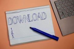 Tekstteken die Download tonen De conceptuele gegevens van het fotoexemplaar van één computersysteem een andere typisch over Inter royalty-vrije stock foto