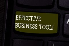 Tekstteken die Efficiënt Zakelijk hulpmiddel tonen Conceptuele foto die wordt gebruikt om de sleutel van het bedrijfsprocessentoe royalty-vrije stock afbeelding