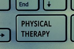 Tekstteken die Fysieke Therapie tonen Conceptuele fotobehandeling of analysisaging fysieke onbekwaamheidsfysiotherapie royalty-vrije stock foto