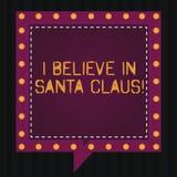 Tekstteken die geloof ik in Santa Claus tonen Conceptuele foto om geloof in Bellen van de de kinderjaren de Vierkante Toespraak v stock foto's