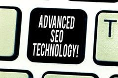 Tekstteken die Gevorderd Seo Technology tonen Conceptuele die fotostrategie wordt gebruikt om consumenten aan de sleutel van het  stock afbeelding