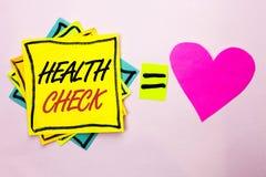 Tekstteken die Gezondheidscontrole tonen Conceptuele de Diagnosetests van het fotoalgemeen medische onderzoek die ziekten te verh stock foto